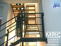 Монтаж двухкосоурной лестницы