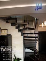 Лестница из полированной нержавеющей стали с дубовыми ступенями