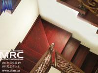 лестница с кованым ограждением в порошковой покраске