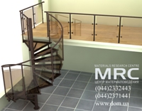 Винтовая лестница со стеклянными ступенями и ограждением