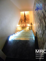 лестница из стекла со светодиодной подсветкой