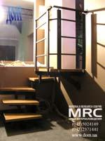 Однокосоурная лестница с дубовыми ступенями