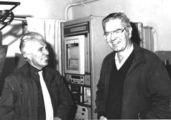 G.A. Gogotsi (left) informs Dr. P. Garvey (Federal Organization for Scientific and Industrial Research, Australia) on the results of innovative researching of ceramic steel invented by him(Вечерний Киев 21.02.1991г.)