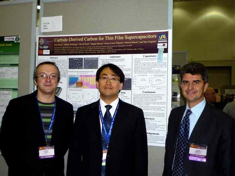 Профессор Ю. Гогоци и участники конференции возле постера