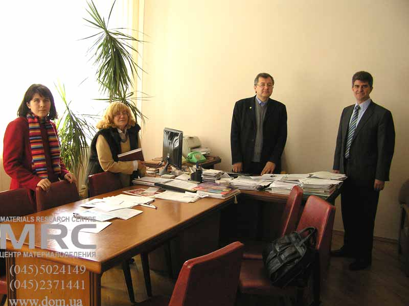 Prof. Yury Gogotsi, Drexel University, USA, with Andrey Ragulya, Irina Uvarova and Helen Gogotsi