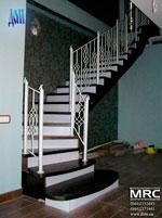 двухкосоурная лестница в доме