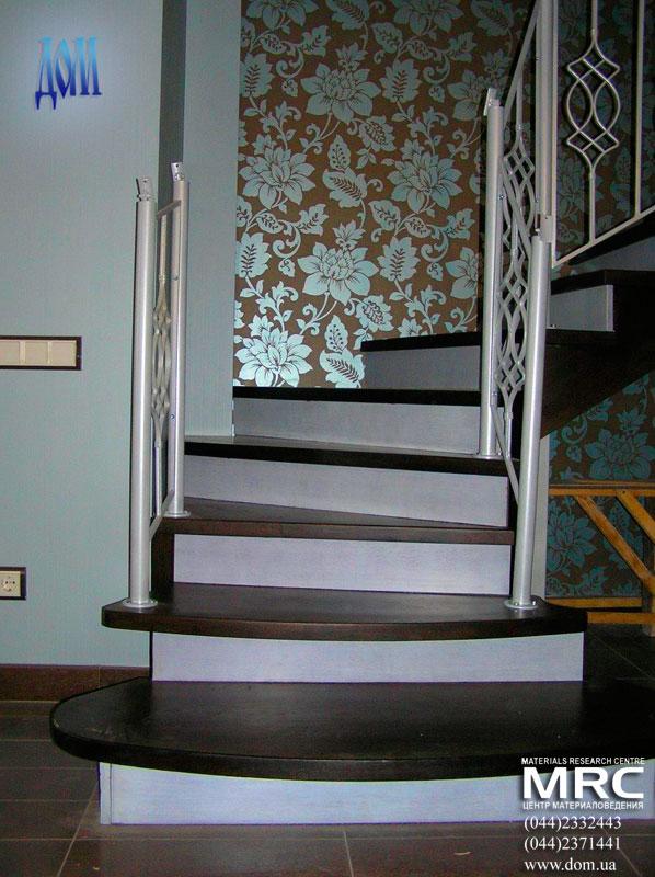 Ограждение лестницы из кованного черного металла в порошковой покраске