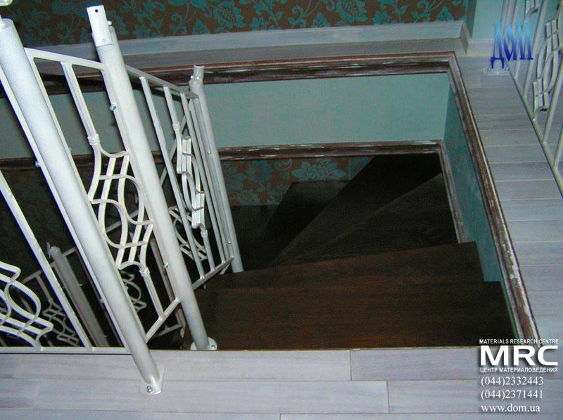 двухкосоурная лестница для дома