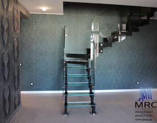 Стеклянная лестница c ограждением из стекла
