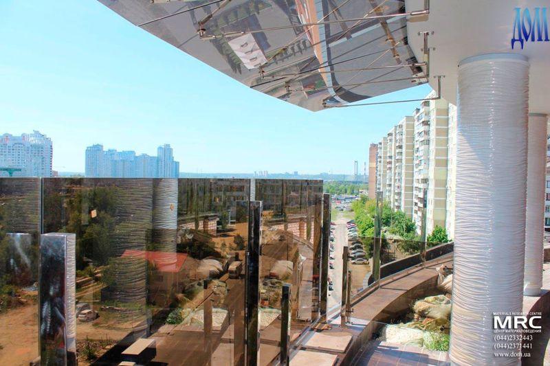 стеклянный козырек над террасой