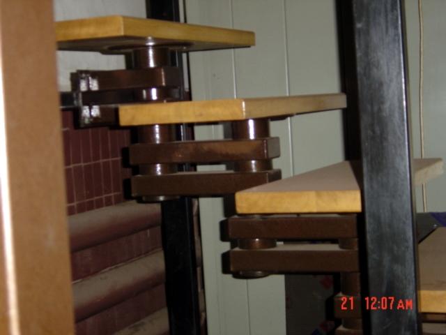 Металоконструкція сходів із дубовими