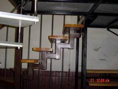 металлоконструкция лестницы с дубовыми ступенями