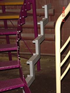 металлоконструкция спиральной лестницы с металлическими ступенями
