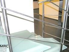 Cтеклянные ступени лестницы