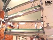 Металлоконструкция из полированной нержавеющей стали лестницы со стеклянными ступенями
