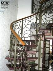 Кованное ограждение спиральной лестницы