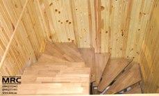 Поворот лестницы с дубовыми ступенями