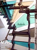 Лестница-Цветные ступени из стекла триплекс
