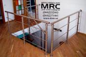 Ограждение лестничного проема и лестницы из полированной нержавеющей стали