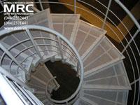 Металлические ступени в порошковой покраске спиральной лестницы