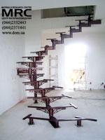 Металлический каркас спиральной лестницы
