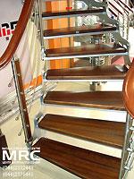 Дубовые ступени и поручень спиральной лестницы