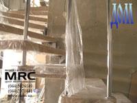 Поворот больцевой лестницы с поручнями из нержавеющей полированной стали