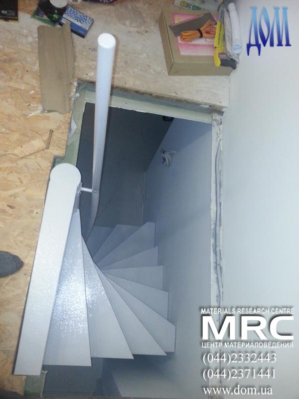 металическая винтовая лестница