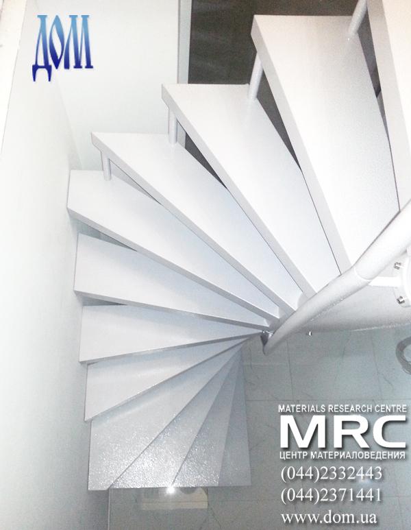 металлическая лестница в дом