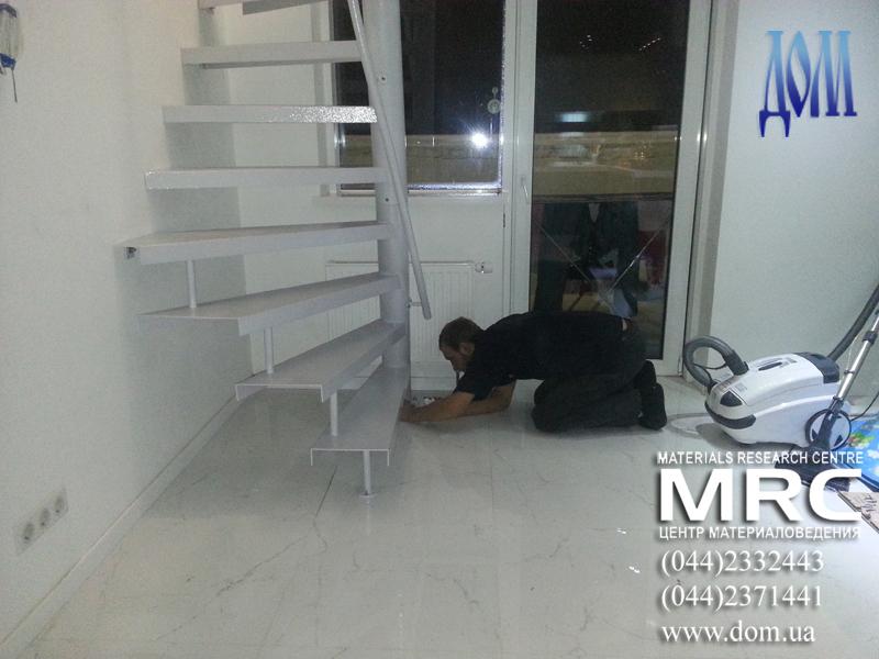 установка сборной конструкции винтовой лестницы