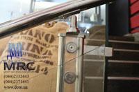 Стойка ограждения из полированной нержавеющей стали с акриловым вкладышем