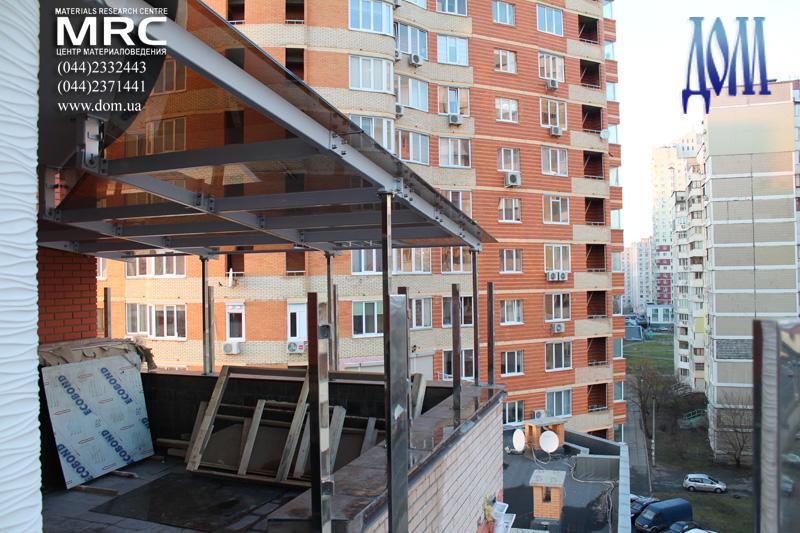 Сборка металлоконструкции навеса и установка стеклянных панелей из каленого стекла  триплекс