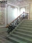 Кованное ограждение лестницы с  дубовым поручнем  в Кловском Дворце Верховного Cуда Украины