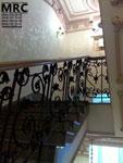 Кованное ограждение лестницы с  дубовым поручнем  в Кловском Дворце