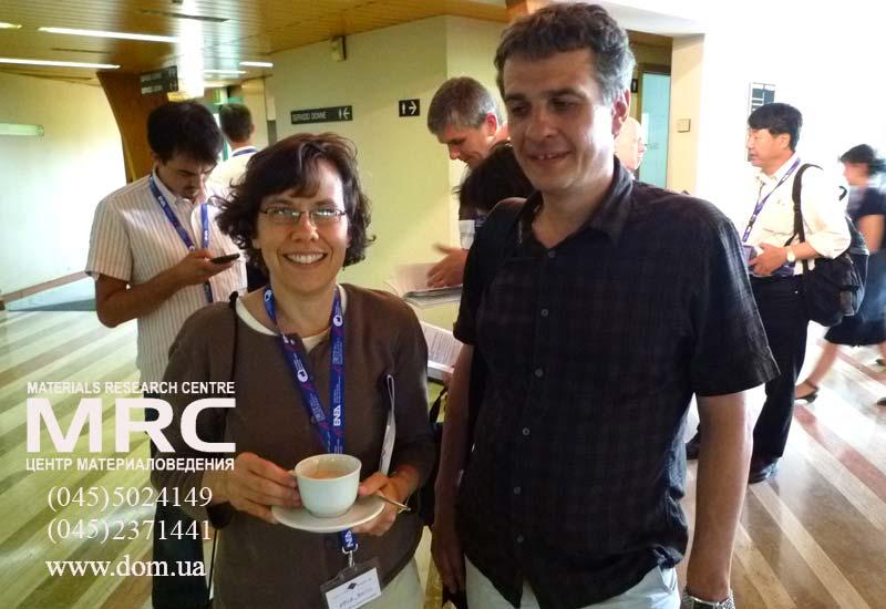 Алексей Гогоци, Центр материаловедения, Киев,Украина, на конференции CIMTEC 2010 с профессором Элизабет Опила, (Dr. Elizabeth Opila, NASA Glenn Research Center, USA)