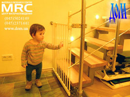 Лестница  с детским барьером (калитка-решетка)