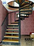 Винтовая лестница с центральной несущей стойкой