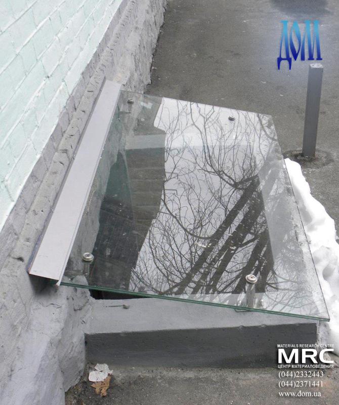 Козырек из стекла на нержавеющих держателях