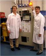 Профессор Юрий Гогоци, один из разработчиков новой технологии производства суперконденсаторов, и научный сотрудник лаборатории Университета Дрекселя Вадим Мочалин