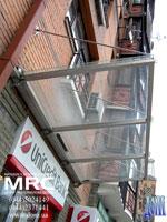 Козирок скляний прозорий з металічним каркасом
